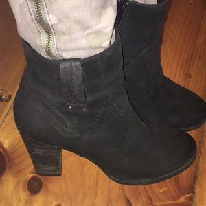 Clark's Artisan Black Heeled Booties 9M